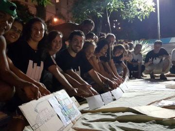 Pessoas em situação de rua trocam cartas com mensagens de estímulo, motivação e força 3