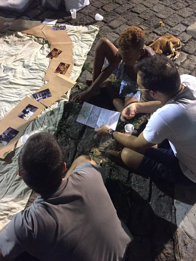 Pessoas em situação de rua trocam cartas com mensagens de estímulo, motivação e força 5