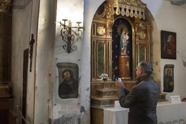 Restauração malsucedida salva economia de vilarejo na Espanha 2