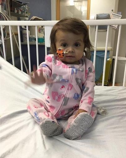 A pequena Talia que teve com sua doadora a babá