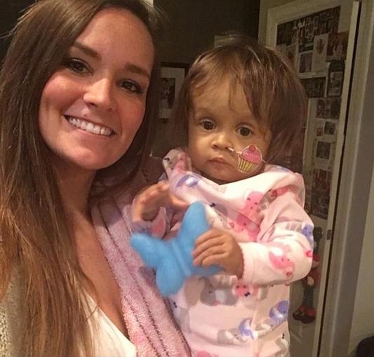 Babá doa parte do fígado para salvar bebê