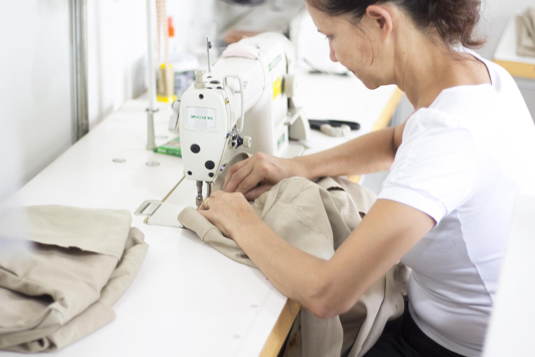 Marca slow fashion usa lonas e redes tirados do mar para criar coleção9