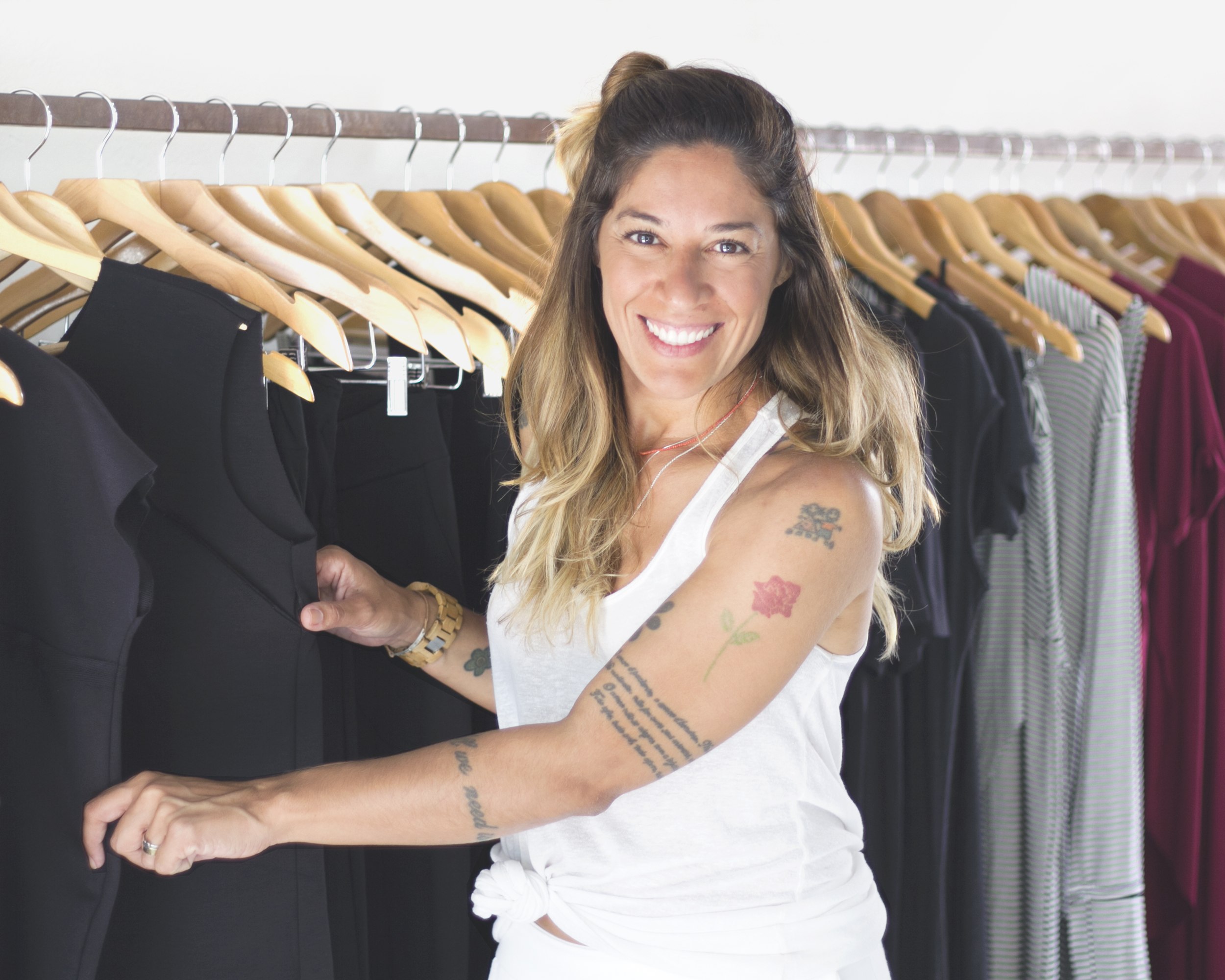 Marca slow fashion usa lonas e redes tirados do mar para criar coleção12