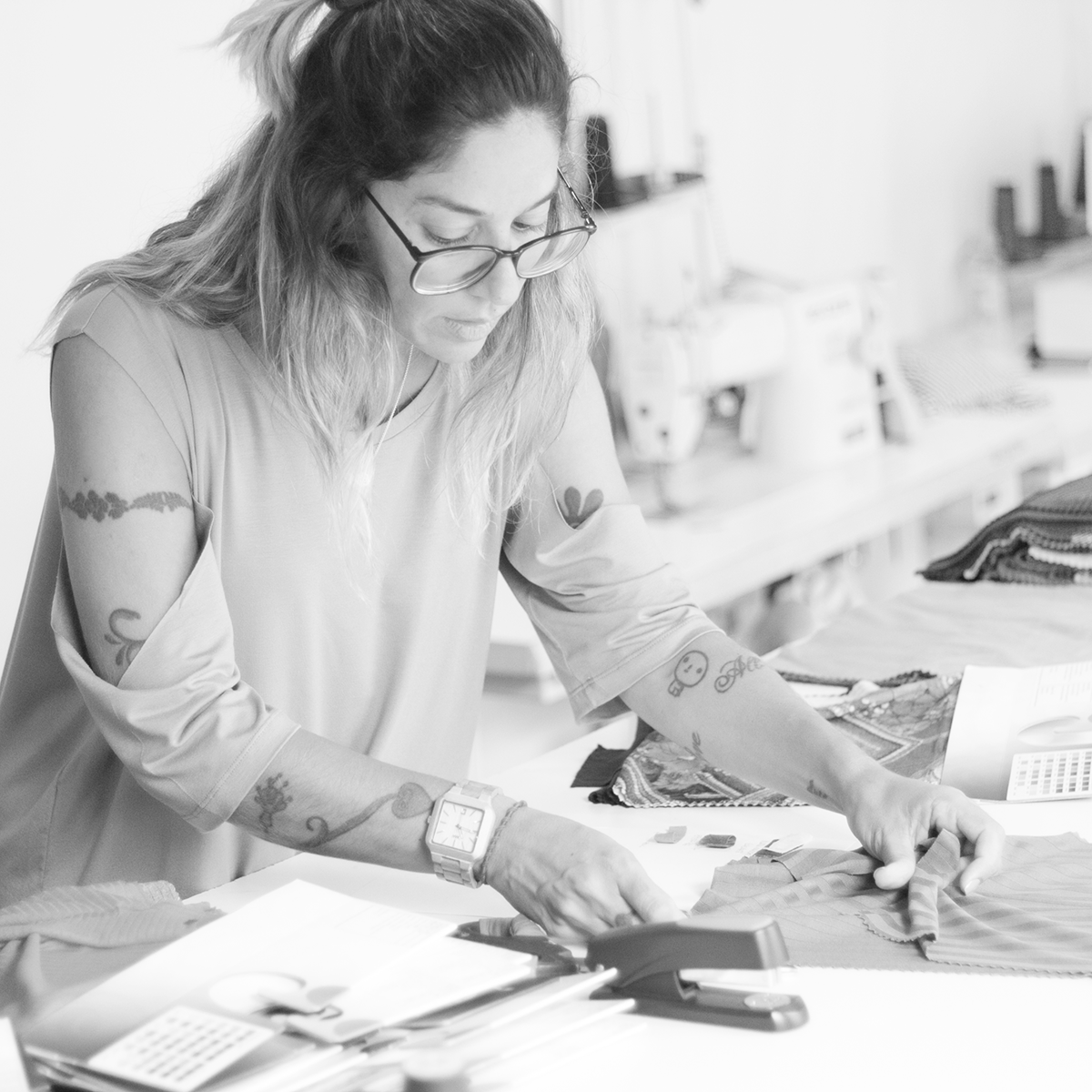 Marca slow fashion usa lonas e redes tirados do mar para criar coleção