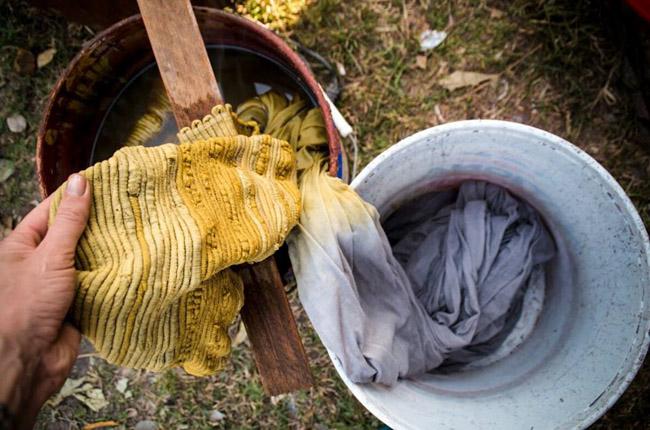 Marca do Camboja tem zero desperdício ao criar peças novas com sobras de tecidos 6