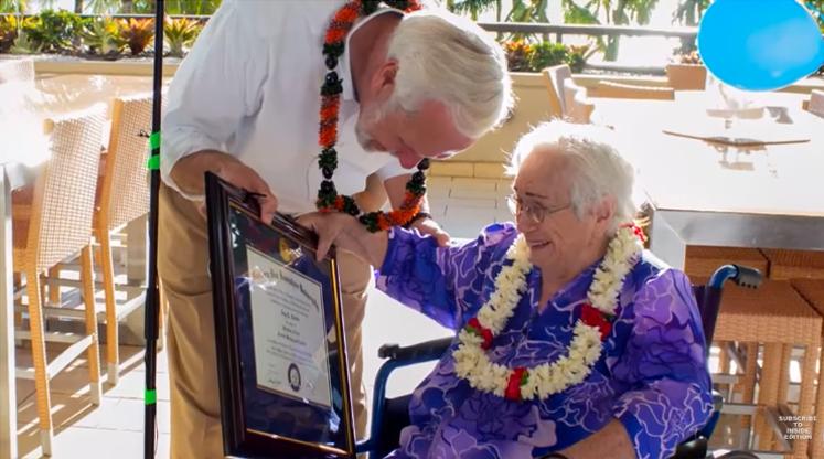 Senhora de 94 anos se forma na faculdade
