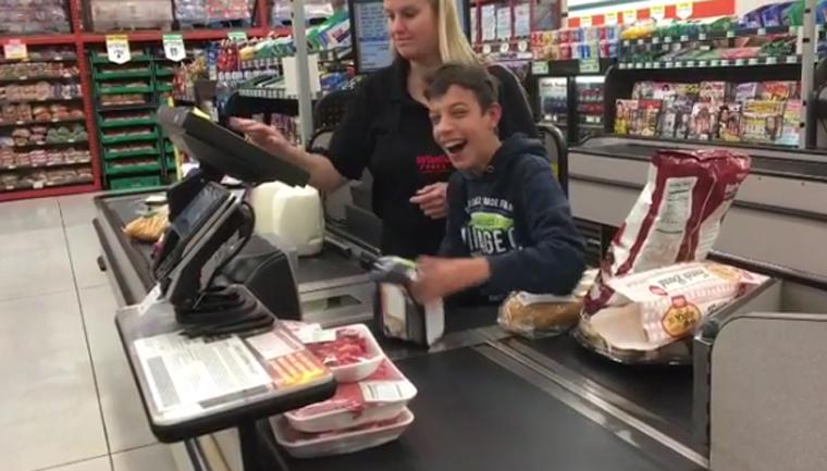 lindo gesto da caixa de supermercado