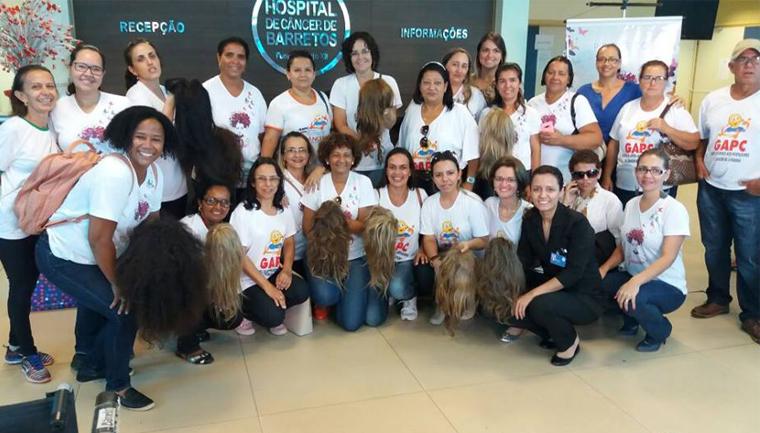 mulheres com câncer ganham peruca