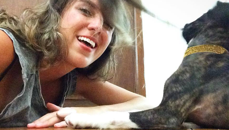 Mulher acolhe cachorrinha de vizinha que estava sendo ameaçada de ser expulsa do prédio 2