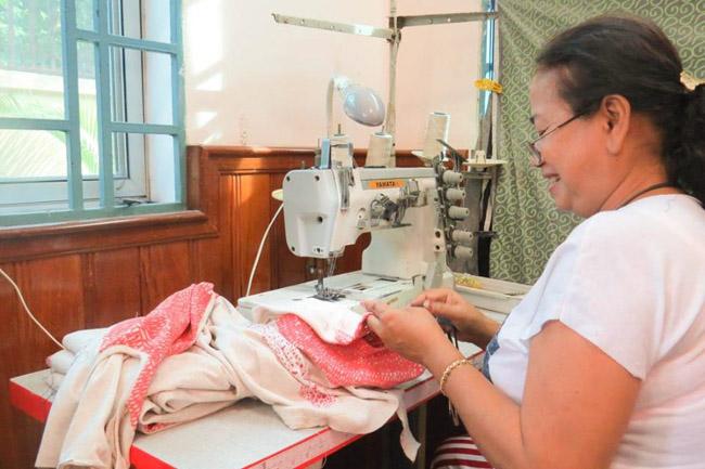 Marca do Camboja tem zero desperdício ao criar peças novas com sobras de tecidos 2