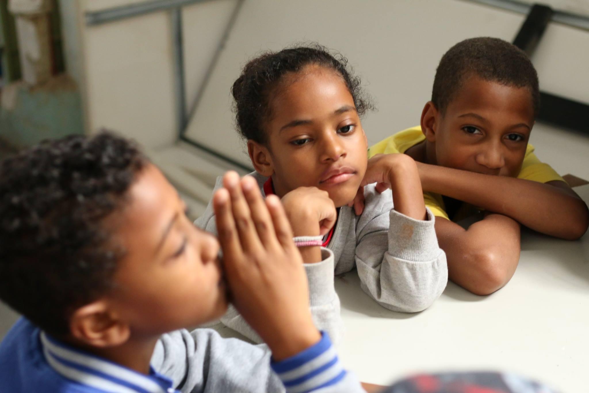 Abrace uma criança - Doe cultura, educação e arte para crianças do Cantagalo 2