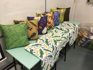 Designer cria lençóis inspirados em desenhos feitos por crianças com câncer