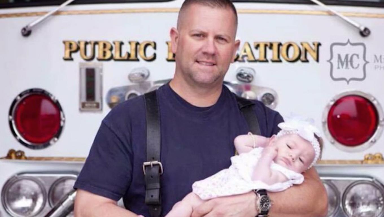 bombeiro adota bebê