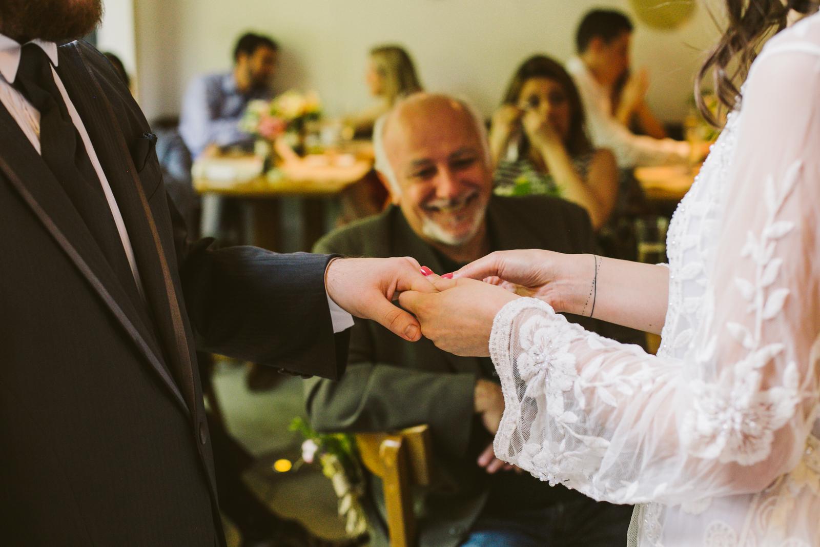 Casamento simples mostra que o amor é o que conta 7