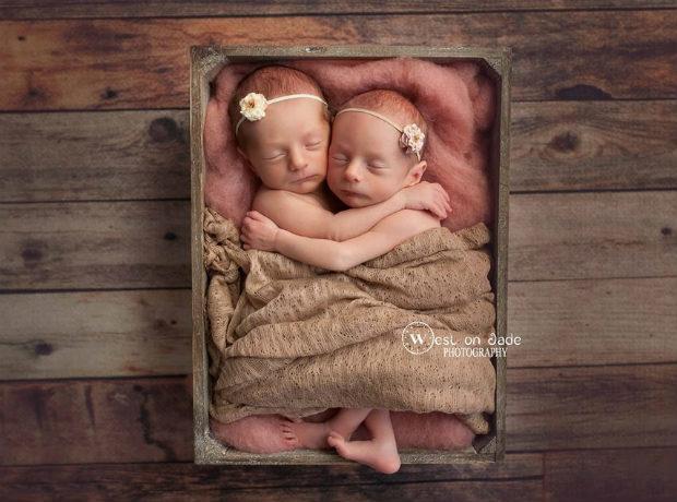 Irmãos gêmeos ganham irmãs (também gêmeas!) e inspiram conexão em foto encantadora 2