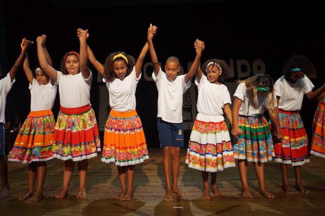 Professora insere danças africanas em escola do Rio 8