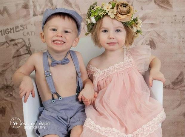 Irmãos gêmeos ganham irmãs (também gêmeas!) e inspiram conexão em foto encantadora 6