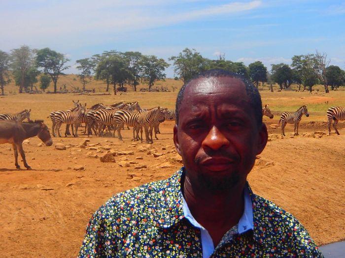 Homem viaja todos os dias para matar a sede de animais 12
