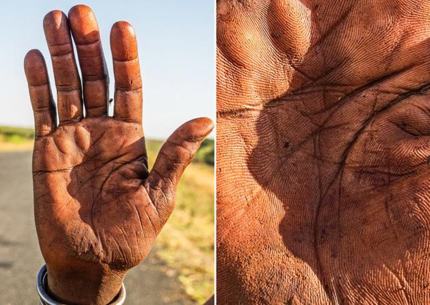 Fotógrafo conta a história de vida das pessoas através da palma de suas mãos 4