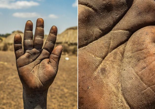 Fotógrafo conta a história de vida das pessoas através da palma de suas mãos 14