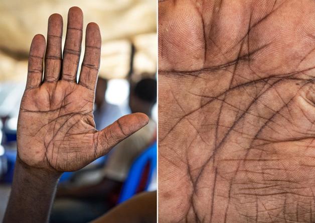 Fotógrafo conta a história de vida das pessoas através da palma de suas mãos 15
