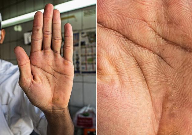 Fotógrafo conta a história de vida das pessoas através da palma de suas mãos 16