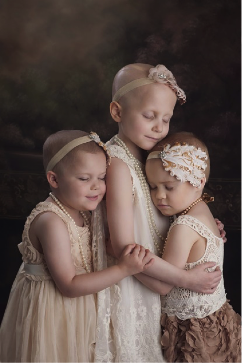 Depois de 3 anos curadas do câncer, meninas recriam foto que viralizou 3