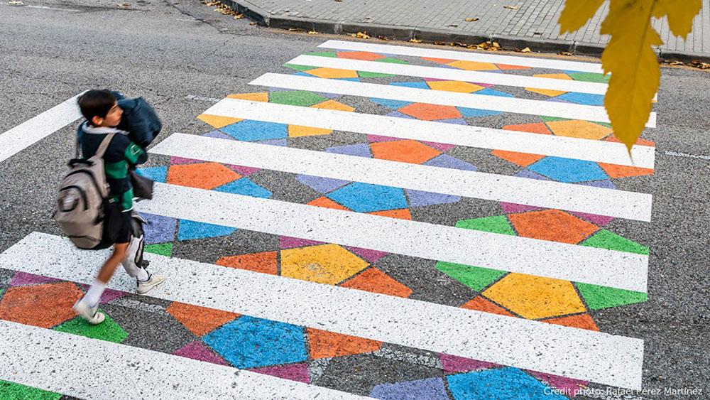 faixas de pedestres coloridas em Madri