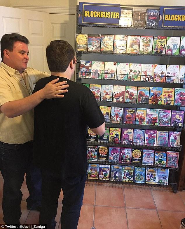 pais fazem mini-videolocadora filho autista