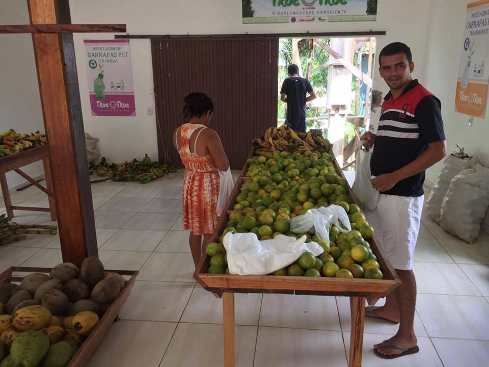 Supermercado no Acre permite trocar lixo reciclável por comida 4