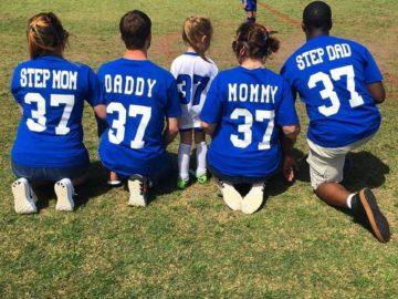 pai, padrasto e madrasta torcem juntos