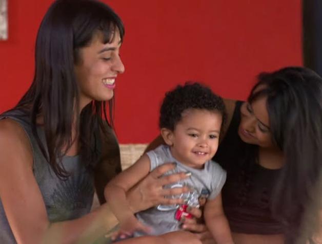 Mulher trans realiza sonho da gravidez graças à sua melhor amiga 3