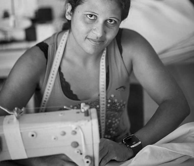 Marca de moda brasileira abriga ex-detentos como funcionários e usa 100% de algodão orgânico 8