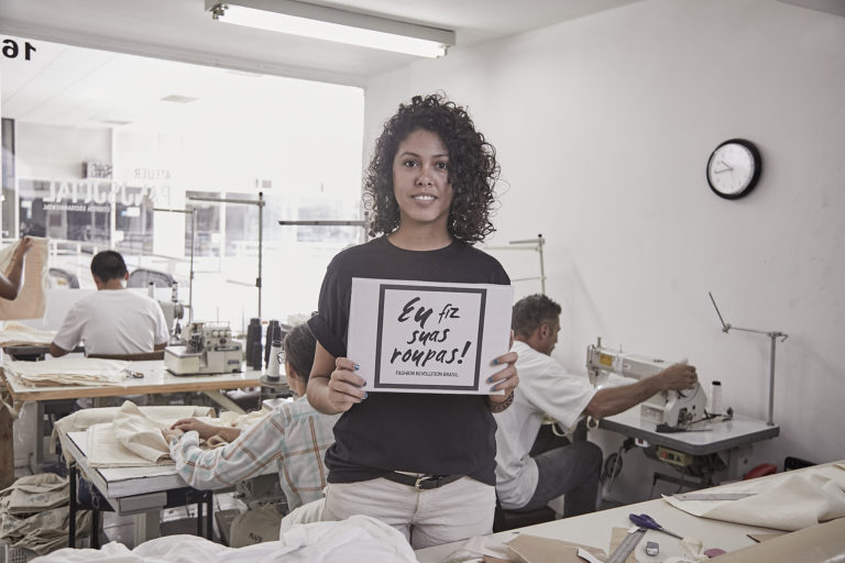 Marca de moda brasileira abriga ex-detentos como funcionários e usa 100% de algodão orgânico 10