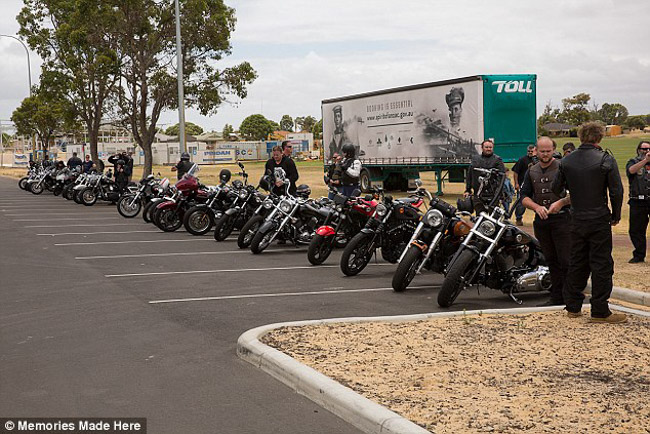 100 motociclistas se unem para animar aniversário de garoto com paralisia cerebral 8