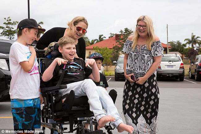 motociclistas se unem para festa garoto com paralisia cerebral