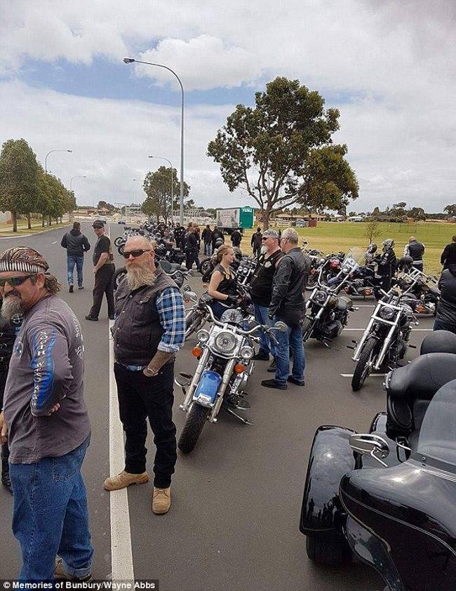100 motociclistas se unem para animar aniversário de garoto com paralisia cerebral 5