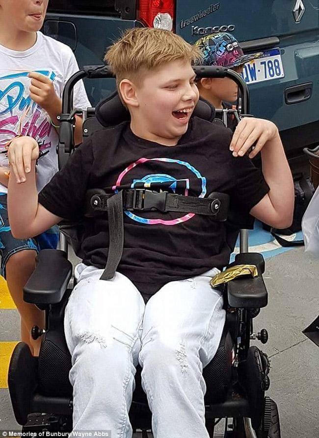 100 motociclistas se unem para animar aniversário de garoto com paralisia cerebral 6