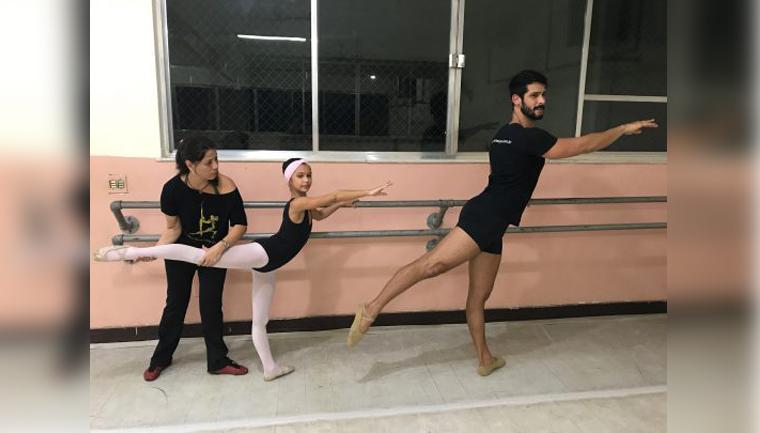 Pai faz aulas de balé para estar mais presente na vida da filha