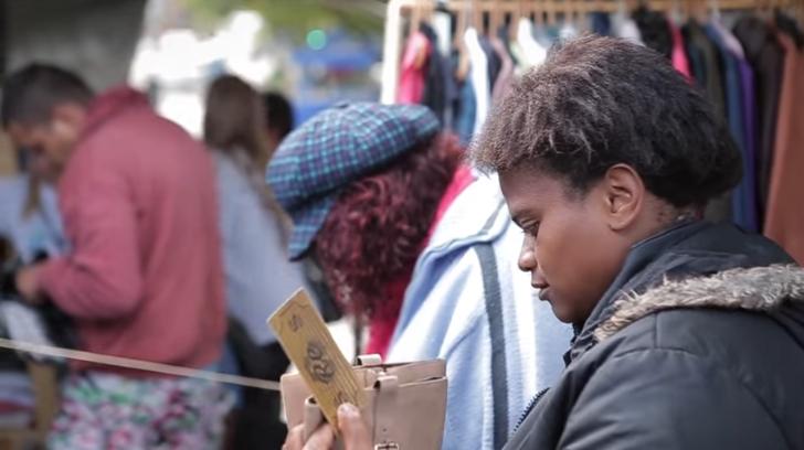 Ex-moradora de rua cria loja gratuita de roupas onde sem-teto escolhem o que querem vestir 5