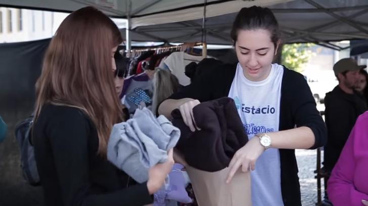 Ex-moradora de rua cria loja gratuita de roupas onde sem-teto escolhem o que querem vestir 7