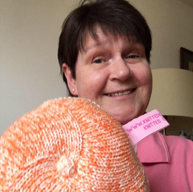 Seios de tricô ajudam a resgatar a autoestima de mulheres após câncer de mama 1