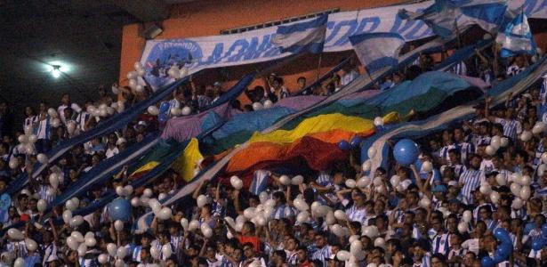 Torcida se desculpa da melhor maneira por canto homofóbico contra rival em estádio paraense 1