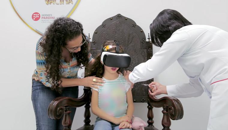 Realidade virtual distrai crianças na hora da injeção