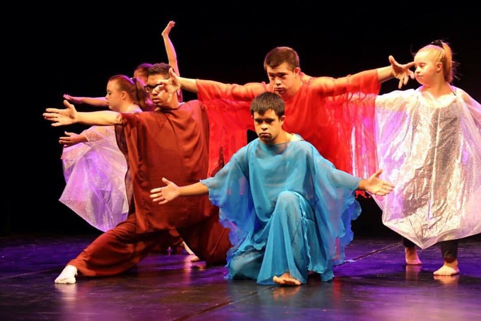 Campanha quer levar primeiro grupo de dançarinos profissionais Down para um dos maiores festivais do mundo 2