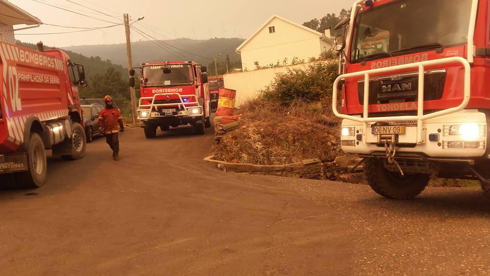 Foto de bombeiros portugueses exaustos viraliza e emociona o mundo 2