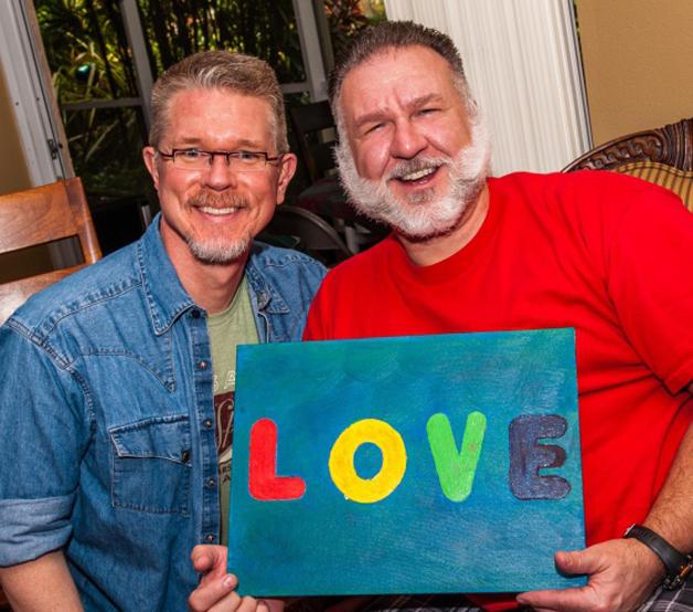 Após 25 anos, casal recria a mesma foto do início do relacionamento e mostra o que é amor verdadeiro 5