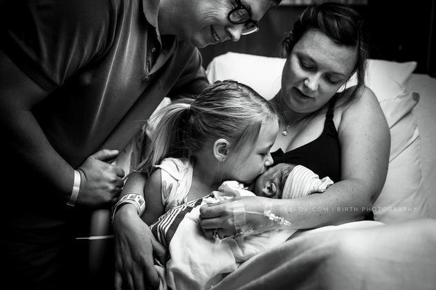 Saiba porque a reação dessa mãe ao descobrir que deu à luz um menino vai fazer você chorar de rir 3