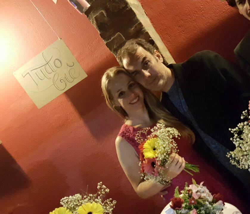 Amigos fazem casamento surpresa para casal com direito a certidão de 'ajuntamento' 12