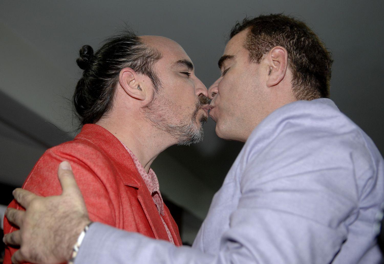 Lindas fotografias de casamentos de casais LGBT em diferentes culturas 15